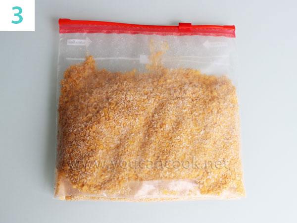 Cornflakes mit Kokosraspel und Zimtpulver zusammen mischen