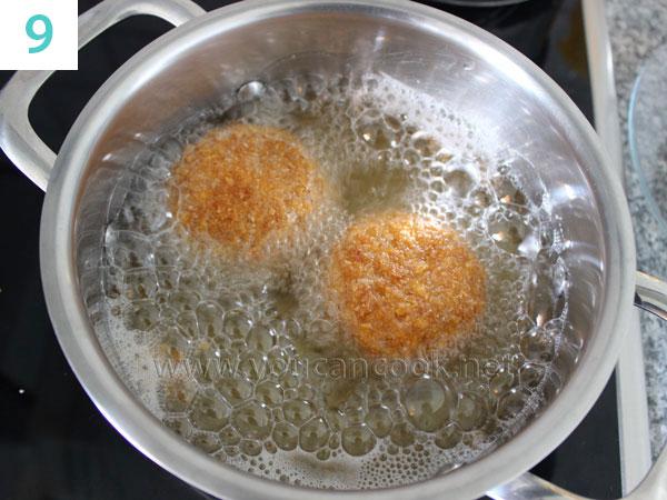 die panierte Kugel Eis frittieren oder braten